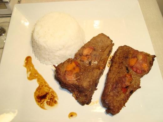Carne Mechada acompañada de timbal de arroz
