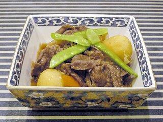Gyuniku no niku-jaga (Carne con papas)