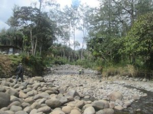 A dry river in the Highlands. Credit: Tok Pisin service, Radio Australia