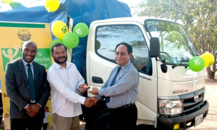 Mr. Des Yaninen, CEO NDBI with YES Participant Jackson Yoane and Mr. Moses Liu, Managing Director NDB formally presenting the keys to the PMV Truck