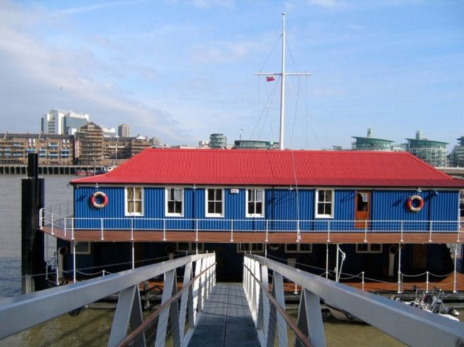 The Harpy, London Houseboat in Beromndsey, £2,000 daily rate
