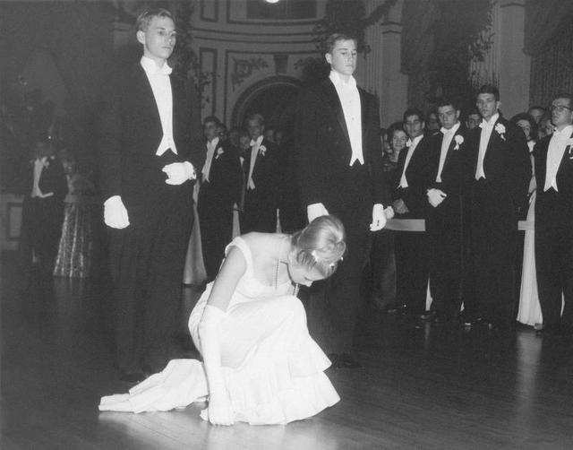 10 Vintage Photos Show The Bizarre World Of Debutantes