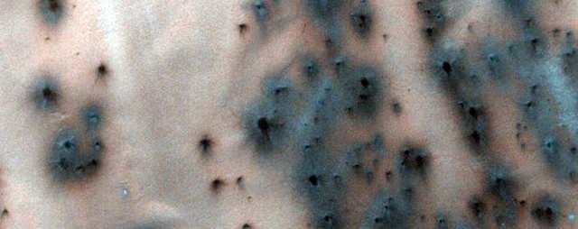 """A criação de """"fãs"""" ao redor das dunas pode ajudar os cientistas a entender as mudanças sazonais em Marte."""