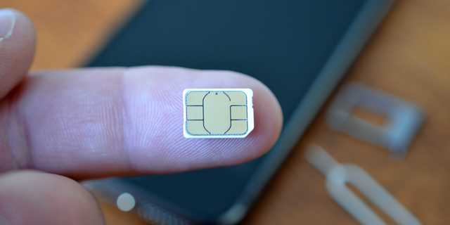 The new low-end iPhone may also support a feature Asian users have been asking for a while: two SIM card slots, so you can easily switch between carriers or data plans. There could also be a single-SIM model, according to KGI Securities.