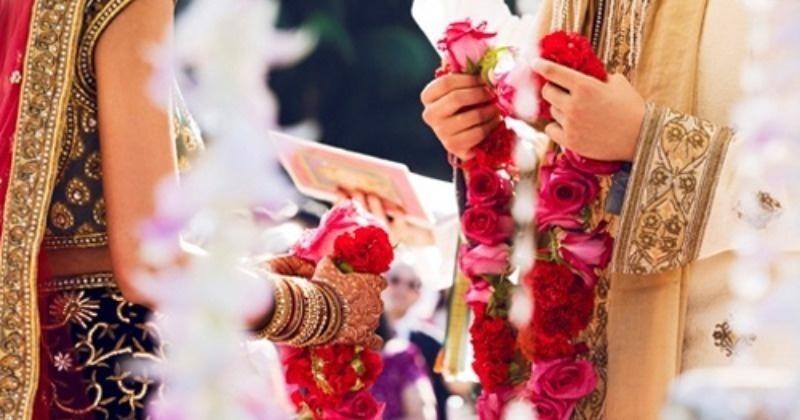 2 grooms reached the same pavilion in UP!  The bride put a garland around one's neck, married the other