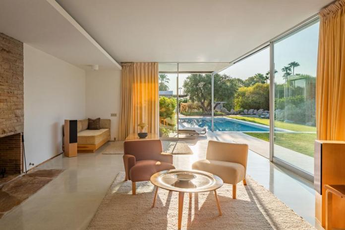 The living room at the Kaufmann Desert House