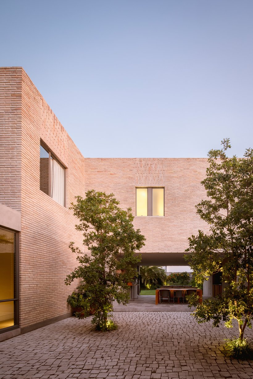 asps white clay brick residence revolves around interior courtyards in mexico city 4