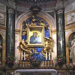 Il altare di Bernini con due colonne nella Cappella Chigi nel Duomo de Siena. Foto: Gryffindor, Wikimedia Commons