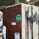 """""""Resin-Lock"""" também é empregado para tornar mais atraentes placas de pedras naturais."""