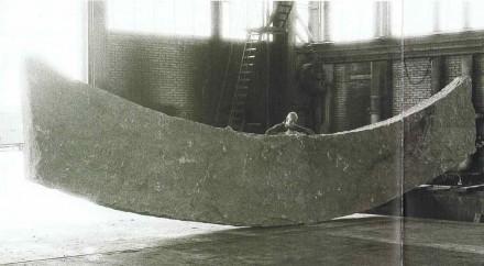 Granit, 12,4 m x 1,65 m x 30 cm.