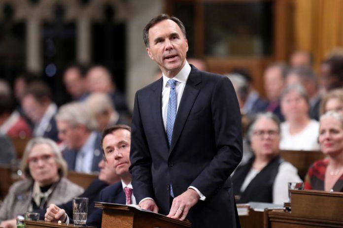 © Reuters. FILE PHOTO: Canada's Finance Minister Bill Morneau delivers the Fall Economic Statement in Ottawa