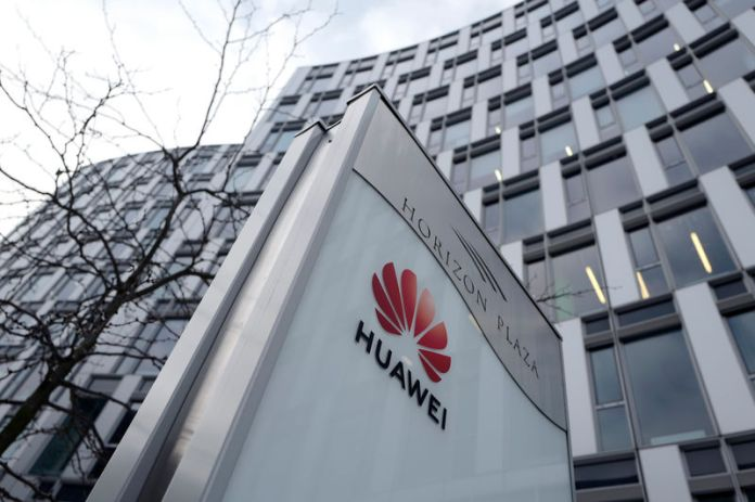 © Reuters. Logo of Huawei is seen in front of the local offices of Huawei in Warsaw