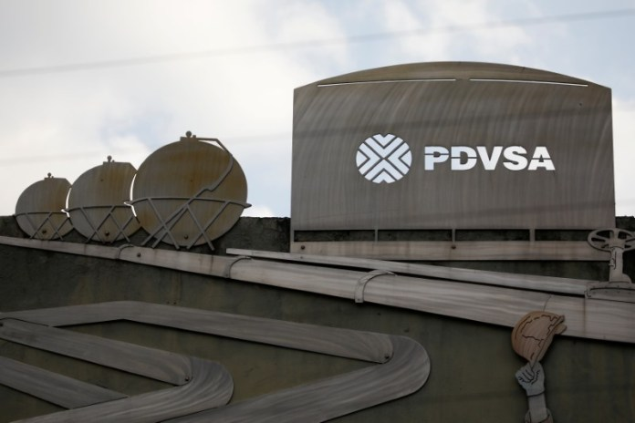 © Reuters. FILE PHOTO: Cutouts depicting images of oil operations are seen outside a building of Venezuela's state oil company PDVSA in Caracas