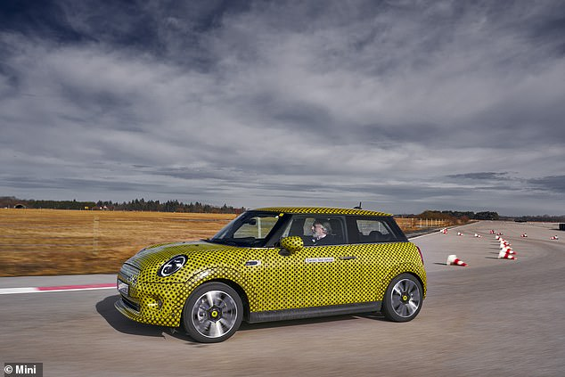 Thanks to the batteries layered into the floor, the electric Mini has a lower centre of gravity. This maks it feel more stable in fast corners