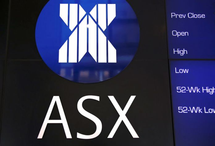© Reuters. A board displaying stock prices is adorned with the Australian Securities Exchange (ASX) logo in central Sydney