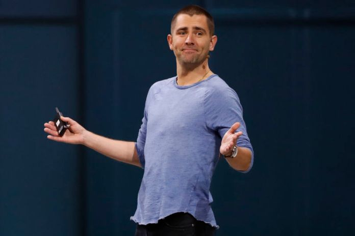 © Reuters. Facebook Chief Product Officer Chris Cox speaks at Facebook Inc's annual F8 developers conference in San Jose