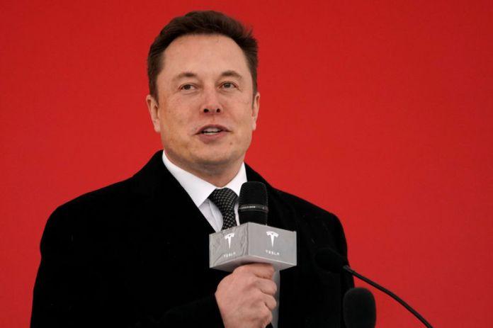 © Reuters. FILE PHOTO: Tesla CEO Elon Musk attends the Tesla Shanghai Gigafactory groundbreaking ceremony in Shanghai