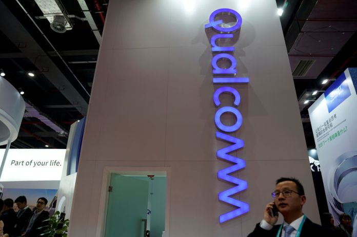 © Reuters. FILE PHOTO: A Qualcomm sign is seen during the China International Import Expo (CIIE), at the National Exhibition and Convention Center in Shanghai,