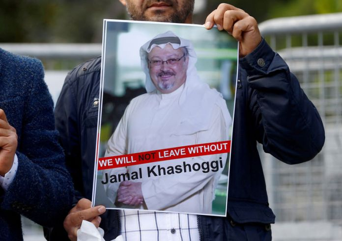 © Reuters. FILE PHOTO: A demonstrator holds picture of Saudi journalist Jamal Khashoggi during a protest in front of Saudi Arabia's consulate in Istanbul