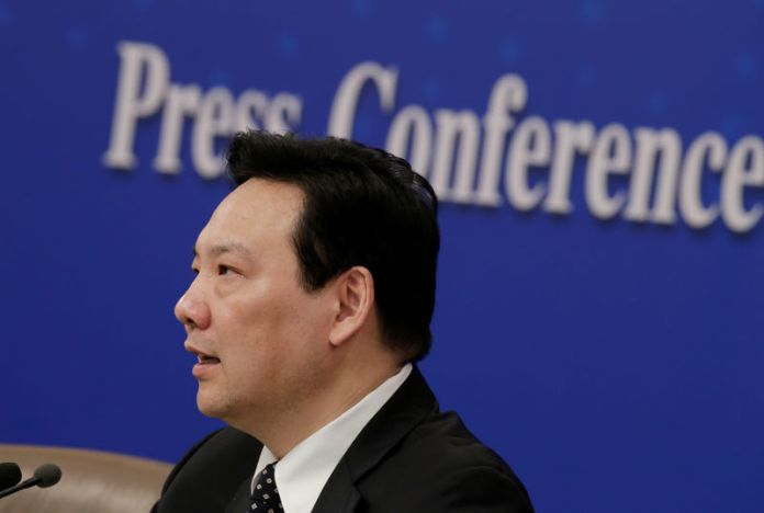 © Reuters. Chen Yulu, vice governor of the PBOC, attends a news conference during ongoing session of the NPC in Beijing