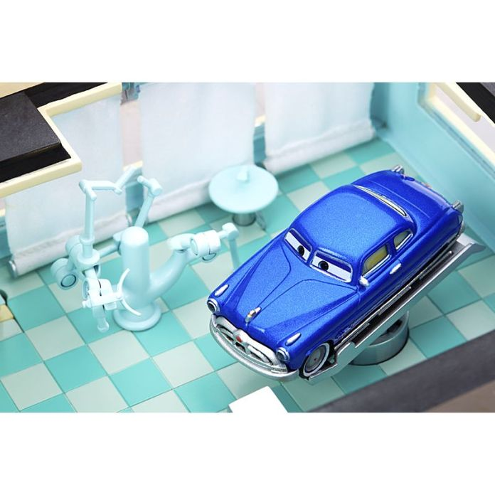 Cars Precision Series Doc Hudson's Ornament Valley Mechanical Clinic Playset