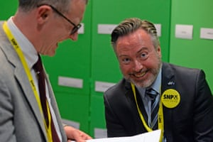Alyn Smith (R), SNP lead candidate for the Scottish Region in the European election, in Edinburgh City Chambers, where the Scottish results are being collated following the close of polls across Europe, on May 26, 2019 in Edinburgh, Scotland.