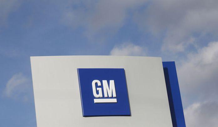 © Reuters. The GM logo is seen in Warren