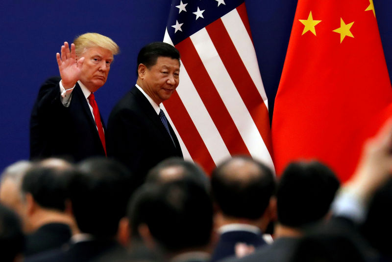 © Reuters. FILE PHOTO: U.S. President Donald Trump and China's President Xi Jinping meet business leaders at the Great Hall of the People in Beijing