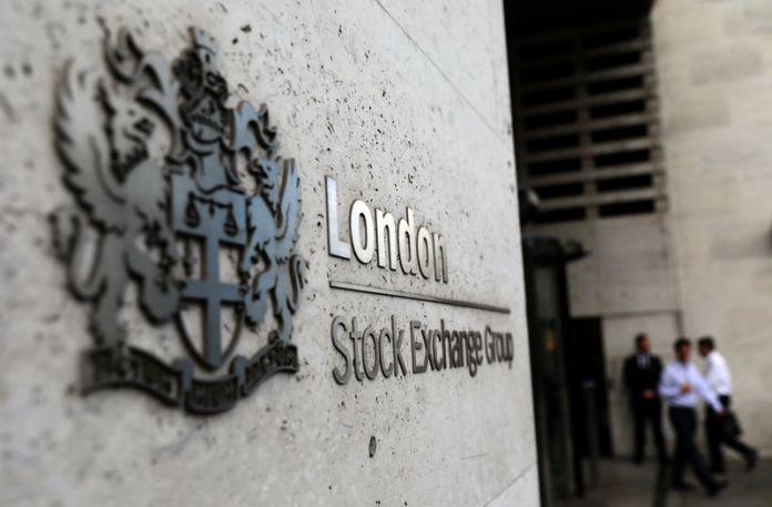 © Reuters.  U.K. shares higher at close of trade; Investing.com United Kingdom 100 up 0.87%