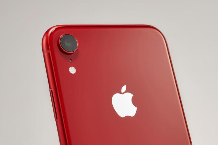 Apple Is Giving Out Hacker-Friendly iPhones, Plots Mac Bug