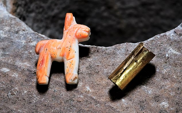 This is first to be found on the K'akaya reef, while other offerings have been discovered along the lake's Khao reef, an important Inca ceremonial site