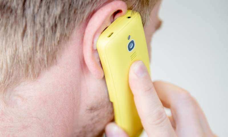 Security gap allows eavesdropping on mobile phone calls