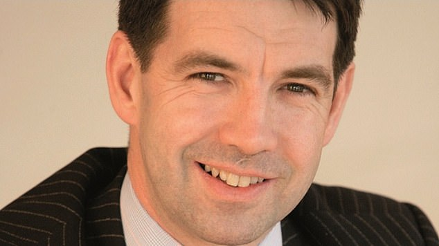 Tom Dobell will depart almost exactly a year after Hargreaves Lansdown kicked the fund off its Wealth 50 list