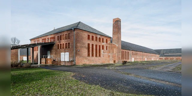 From 1938 to 1945, more than 100,000 people were imprisoned at the former concentration camp (KZ) Neuengamme.