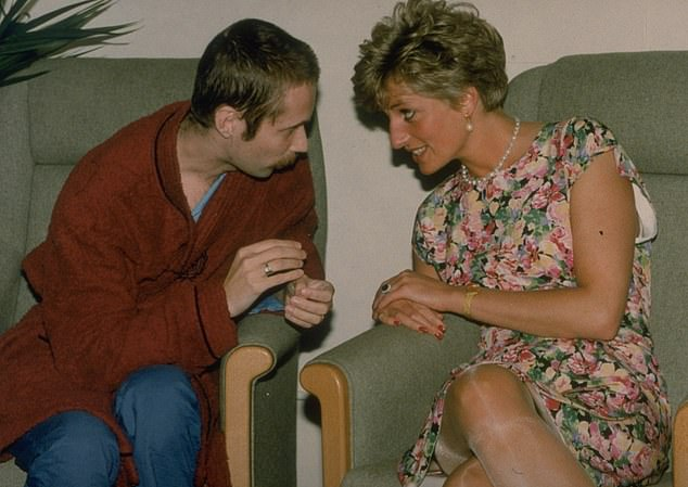 Diana, Princess of Wales comforts an AIDS patient at Middlesex Hospital in 1991