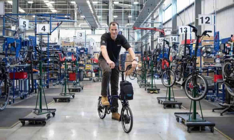 Will Butler-Adams of Brompton with blue electric bike