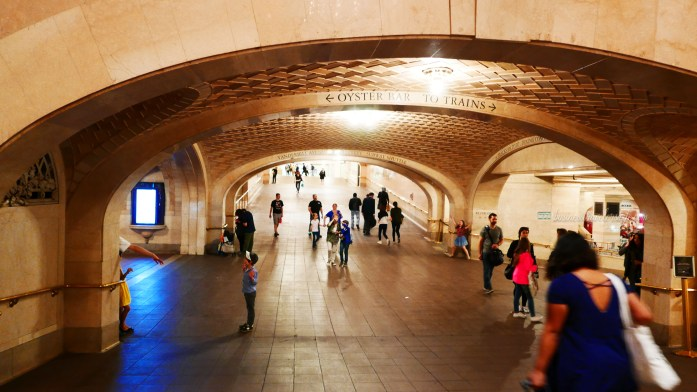 tips for tourists visiting New York - whispering gallery grand central terminal