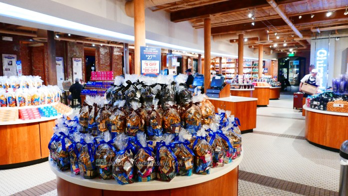 6 Amazing Places to Eat in San Francisco Ghirardelli Square Chocolate