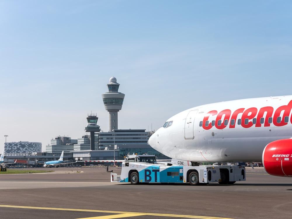 Schiphol en partners starten proef met duurzaam taxiënde vliegtuigen