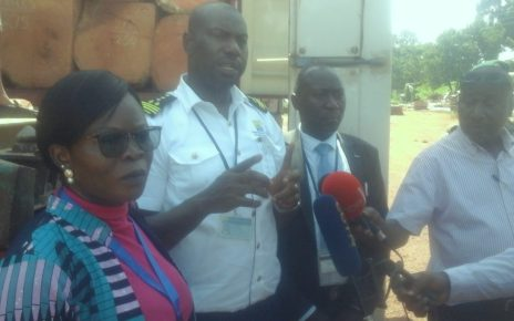 The URA commissioner customs Dicksons Kateshumbwa (2nd right) addresses the media in Nakawa, Kampala on January 31 2019