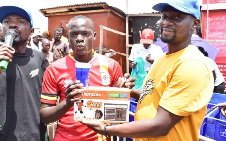 The 1.5 billion customer rewards campaign dubbed Nyongeza Aya bass by Crown Beverages Limited took over the day's business on Ngobi road, Iganga as it attracted a multitude of locals from the small town.