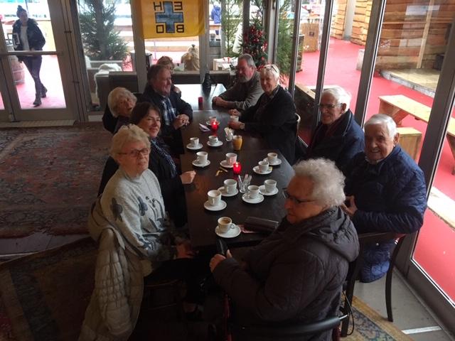 De buurt op de koffie bij Bussum op IJs