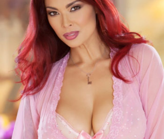 Tera Patrick Busty Babe Sheds Pink Lingerie  C2 B7 Amanda Asian Models