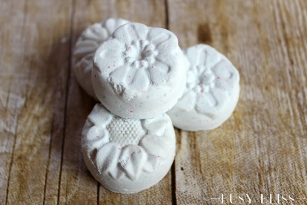 Looking for easy gift ideas they will love? Try these homemade lavender shower soothers using lavender and cedarwood essential oils and baking soda. It will be like a trip to the spa without the spa price!