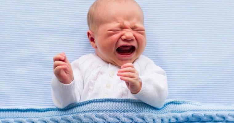 bebe llorando c - Bebekler anne karnında neden ağlar?