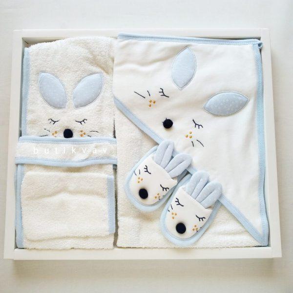 bebitof erkek bebek gezideki ikizler bornoz seti mavi 01 scaled - Gaye Bebe Tavşan Kulak Bornoz Seti - Mavi