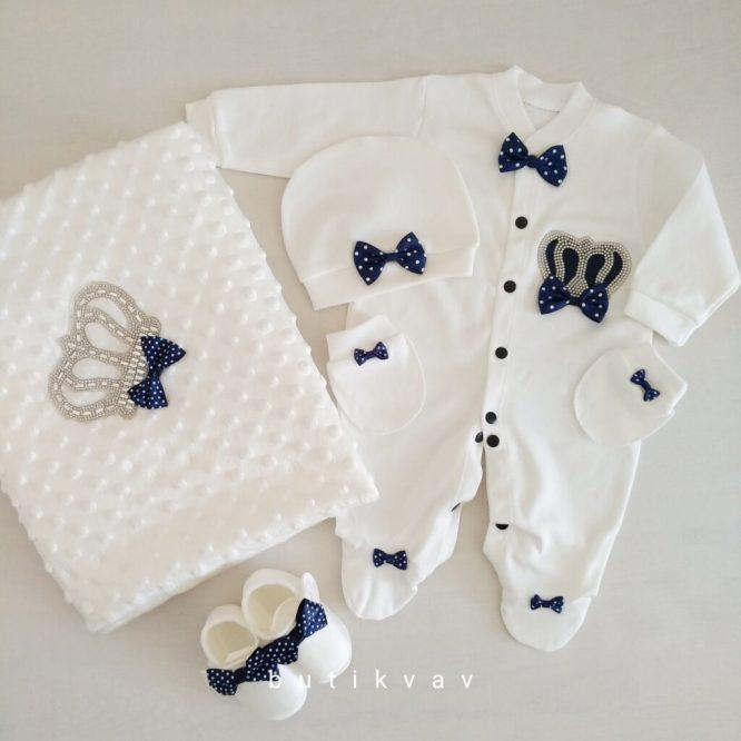 erkek bebek tas suslemeli tulumlu lux 10 lu hastane cikisi 03 scaled - Prens Tacı Taş Süslemeli Battaniyeli Tulum Seti 1-3 Ay
