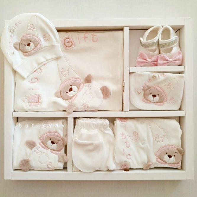 kiz bebek ayi nakisli tulumlu lux 10 lu hastane cikisi 03 scaled - Little Gift Ayıcık Motifli Tulumlu Lux 10'lu Hastane Çıkışı Pembe