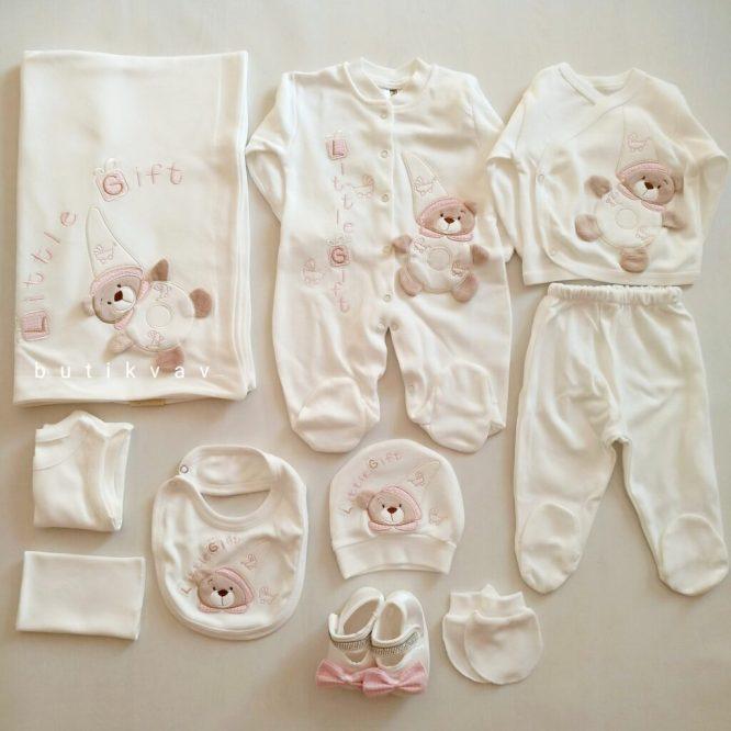 kiz bebek ayi nakisli tulumlu lux 10 lu hastane cikisi 04 scaled - Little Gift Ayıcık Motifli Tulumlu Lux 10'lu Hastane Çıkışı Pembe