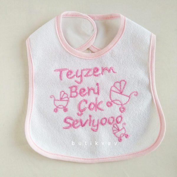 "teyzem beni seviyor bebek onlugu pembe 01 scaled - ""Teyzem beni seviyor"" Bebek Önlüğü - Pembe"